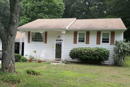 3 bedroom entire house - Ansonia