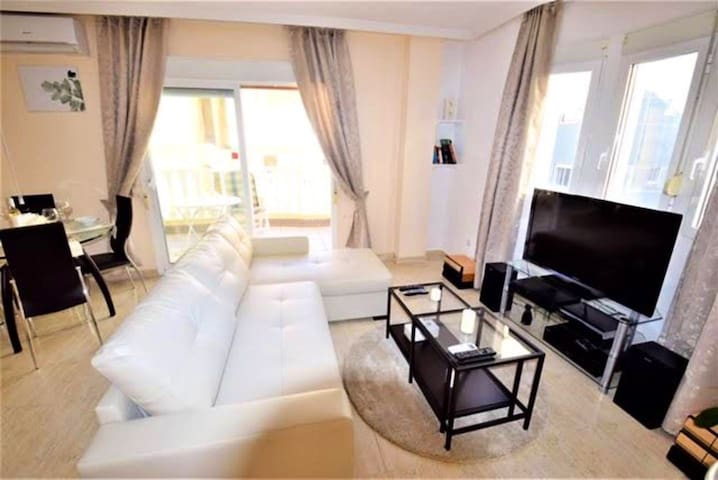 2BED FLAT WITH BIG LOUNGE&POOL!5MIN WALK TO BEACH!