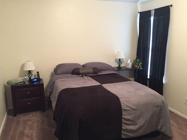 Spacious, Private Room in Arlington! - Arlington
