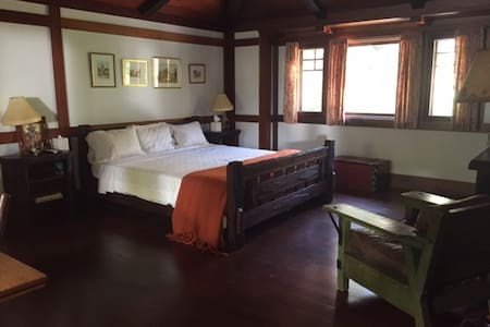 Private Guest Room - Writers Retreat - Rumah