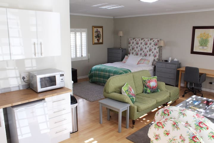 Queen size bed with lounge, chest of drawers & desk.
