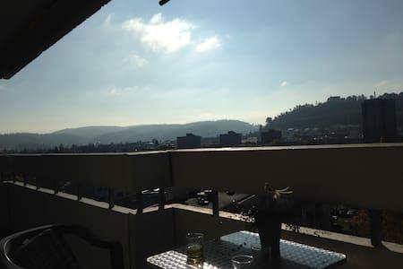 Sonnige 3 1/2-Zimmerwohnung, hoch über den Wolken - Lenzburg - Wohnung