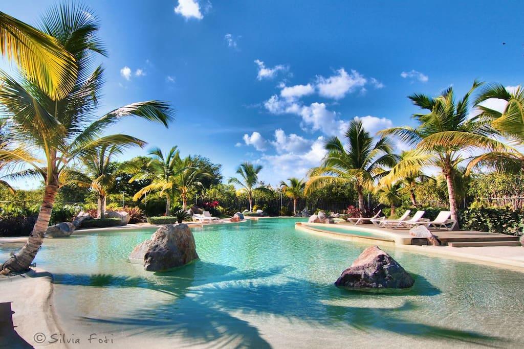 Vista piscina di acqua salata