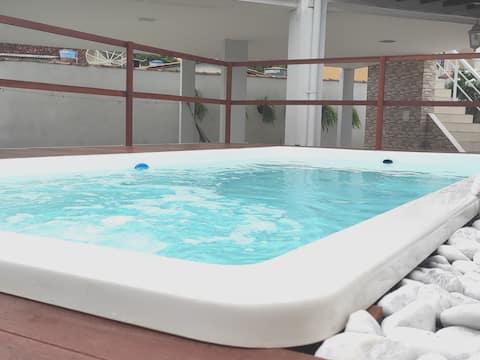 🌴Casa relaxante com braseiro🔥 e piscina com deck