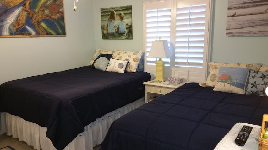 2nd BR with 2 Queen Beds