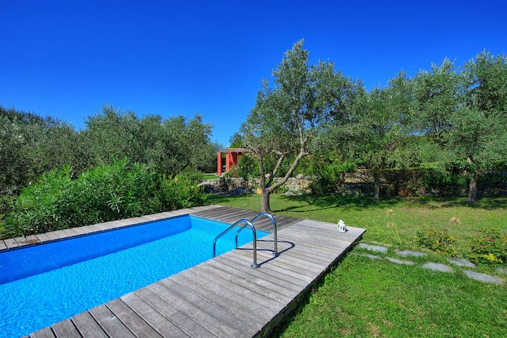 La Rocca Rossa - Holiday Villa Rental Monte Marcello