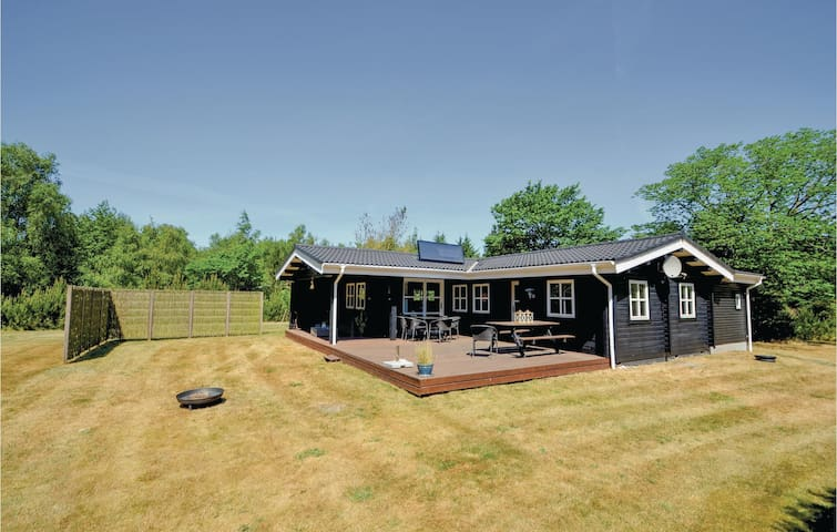 Holiday cottage with 3 bedrooms on 82m² in Fur