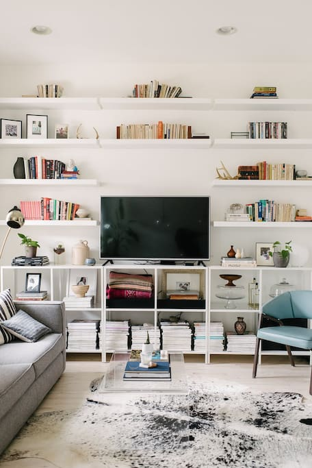 Living area with tons of books, magazines, as well as Netflix, Hulu, and HBOgo :)