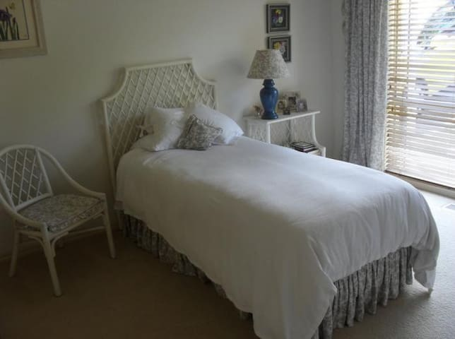 private room in Frankston south, ideal for one