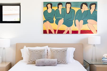 Brand New, Modern Guest Suite in Camps Bay