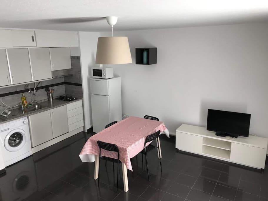 Cozinha e sala. Kitchenette  and Living Room