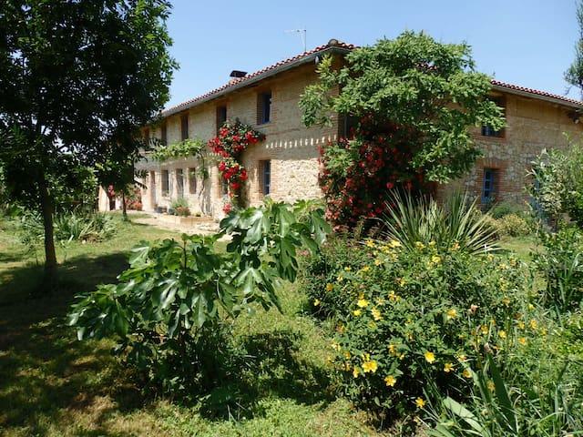 Belle maison de campagne - Montesquieu-Volvestre - Huis