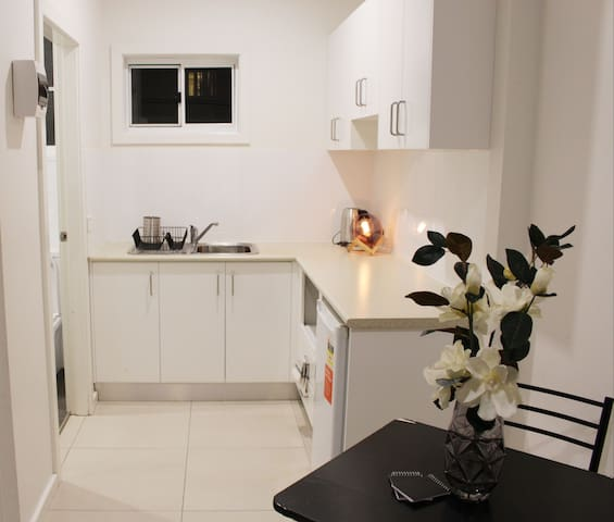 Cosy studio right in the heart of Strathfield!