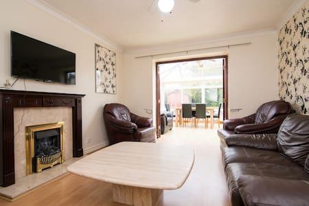 Modern five bedroom house - Great Sankey - บ้าน