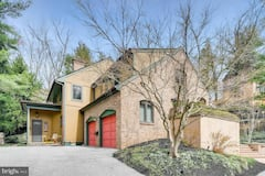 Architect-designed+home+w%2Fgourmet+kitchen%2C+4BRs