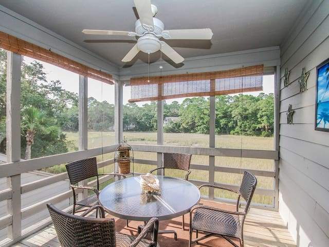 Pet Friendly, Amazing Marsh Views and Community Pool Access Close to Crabbing Dock and Boat Launch