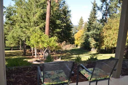 Fully furnished park setting ..2 bedrooms, bath. - Coeur d'Alene