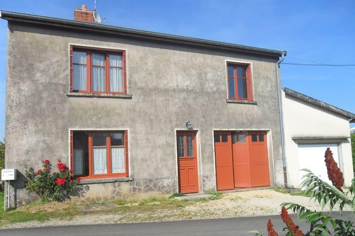 Maison rurale au pays de Jeanne D'Arc.