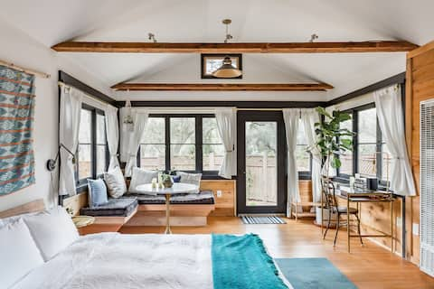 Crystal Cabin, Restored Vintage Lodge in Topanga State Park