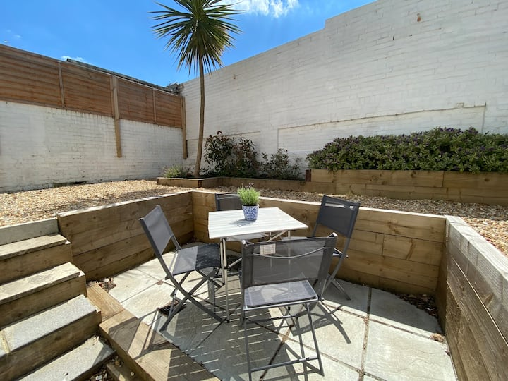 Southsea Garden Apmt, near sights/ beach/ eateries