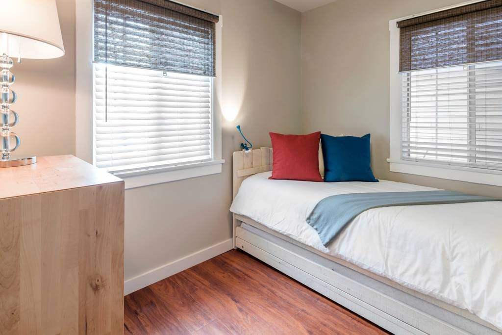 Trundle Bed - Turns into Two Twin Beds