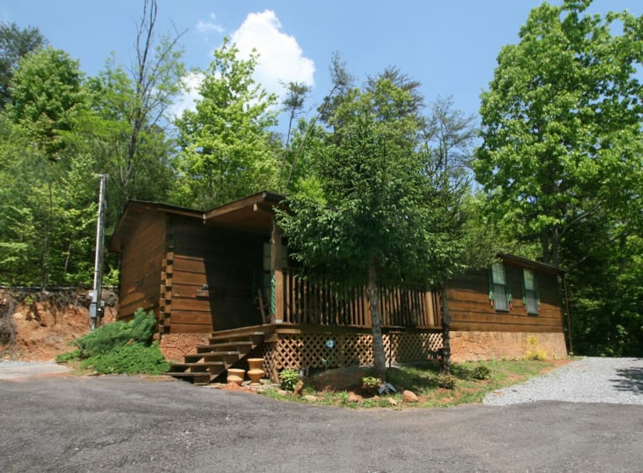 Cozy adorable park style cabin