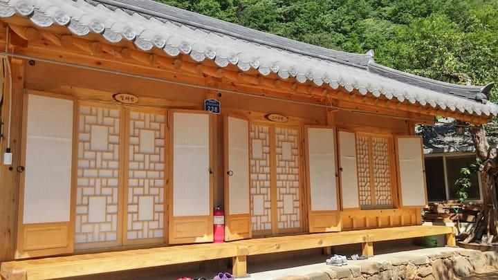 석병산황토한옥민박(펜션형) 내채 전체 쾌적한 주거공간 제공