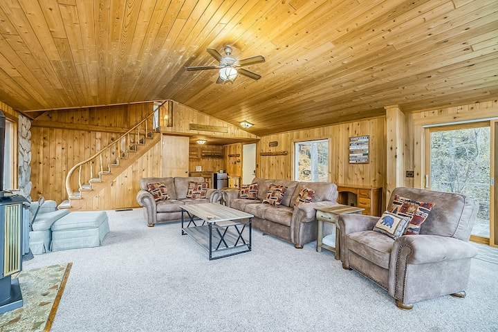 Dog-friendly, cabin-style home with shared pools, hot tub, tennis, & gym nearby