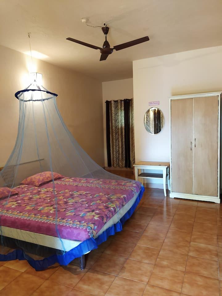 Non AC double room at Anjuna Beach.
