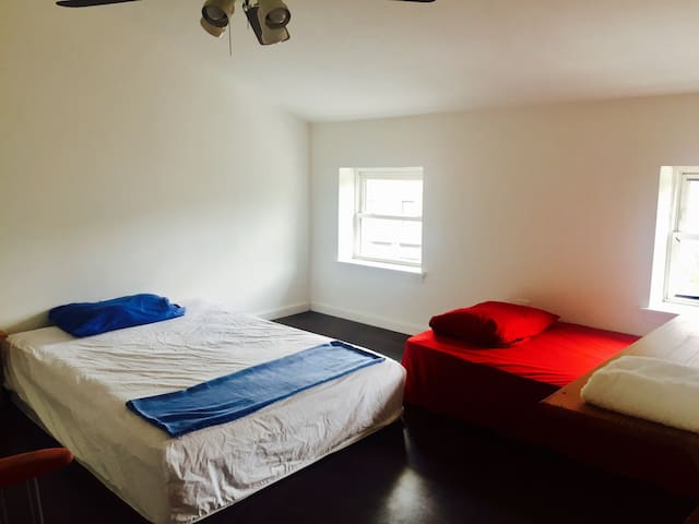Big charm city-clean safe crashpad - Baltimore - Hus