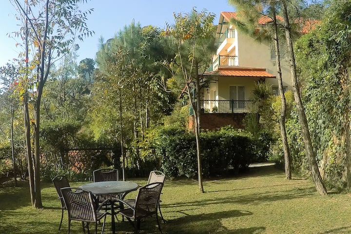 4 BR Holiday Home - Pvt. Cook, BBQ, Gardens ☆☆☆☆☆