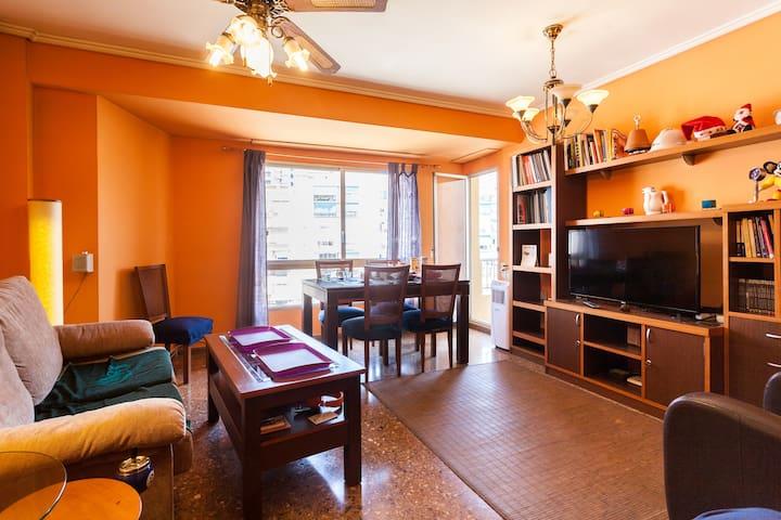 Double room + breakfast + wifi + PC - València - 公寓