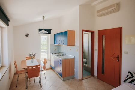 Bright apartment + Wifi (2) - Sveti Anton - Apartamento
