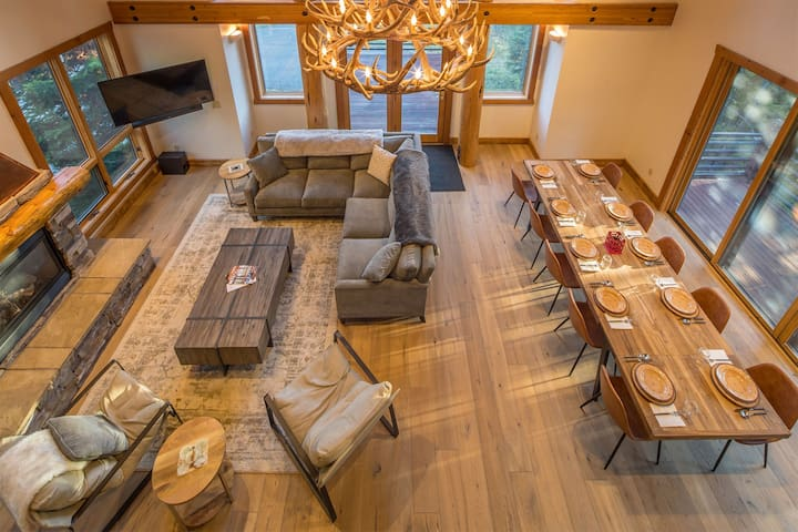 SKI-IN/SKI-OUT- Gorgeous Home Near Big Sky Resort! Views, Hot Tub, & More!