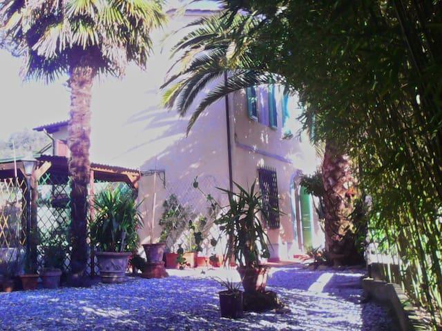 Tuscany Cute Small Villa near Lucca & Pisa