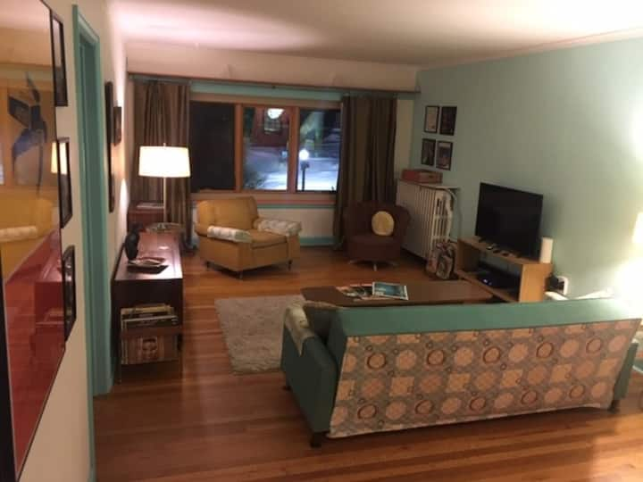 Fabulous Mid-Century 2 Bedroom Apartment