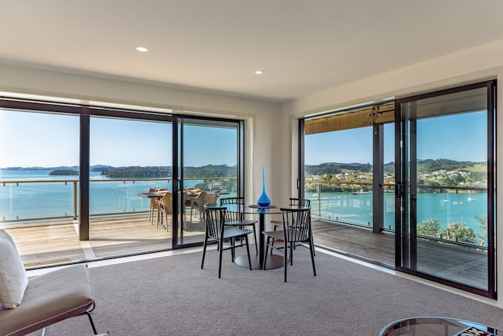 Luxury 2 or 3 bdrm apartment - jaw dropping views!