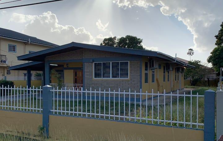 VEE'S 5 bedroom secure VALSAYN home away from home