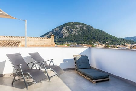 Romantic Holiday Home with Modern Interior, Rooftop Terrace, Air Conditioning and Wi-Fi