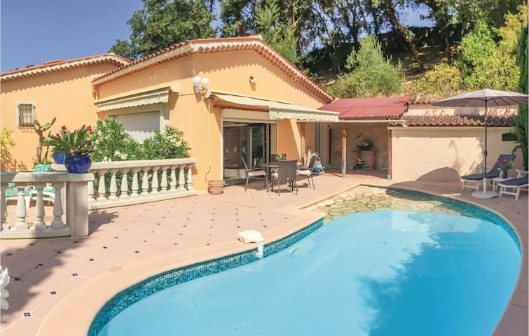 Holiday cottage with 2 bedrooms on 140m² in Les Adrets l'Esterel