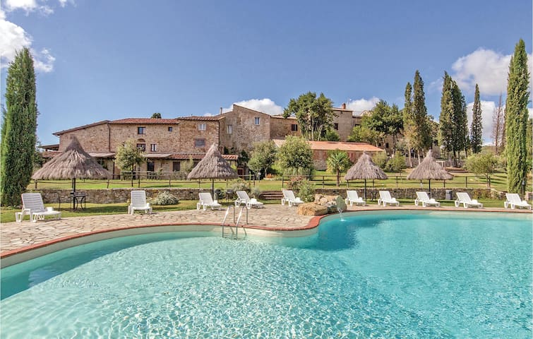 Holiday apartment with 2 bedrooms on 130m² in Monticiano SI