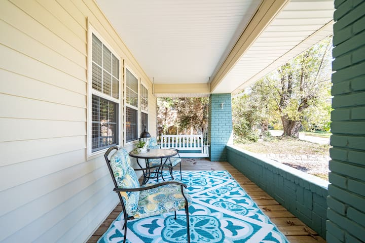 The White Hare-a 1930's bungalow in Hendersonville