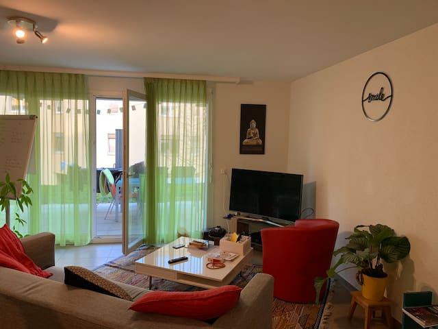 Chambre à louer dans un environnement calme.