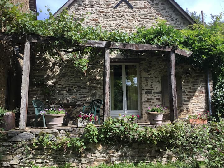 Rural cottage set within 4 acres of countryside
