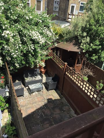 Stunning 2 bedroom apartment in Colliers Wood - London - Apartment