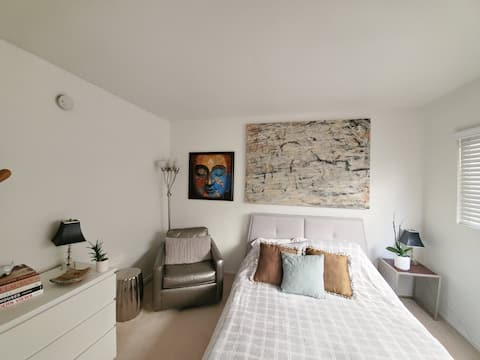 Stylish Private Room & Bath in Prime Century City!