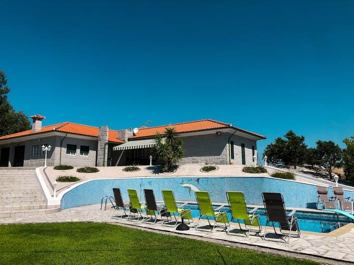 Maison familiale de caractère avec piscine