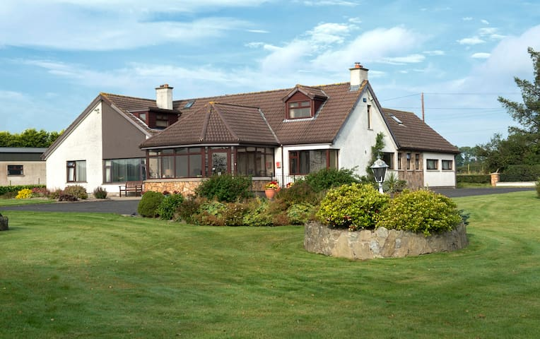 Browns Country House - Coleraine - Bed & Breakfast