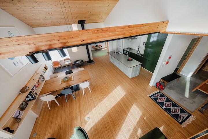 スキー場&温泉至近の広々リビング130m²/2階貸切/寝室3部屋/1~6名さまのグループ,ご家族向け
