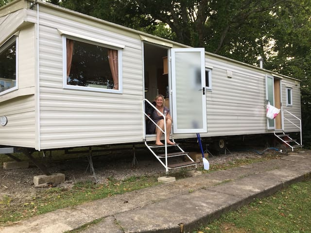 A peaceful caravan at Thorness Bay Holiday Park